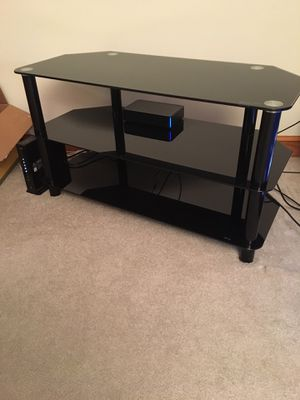 Innovex tempered glass TV stand for Sale in Alexandria, VA