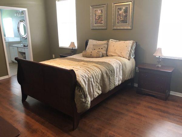 8 piece Broyhill Queen Bedroom Set for Sale in Lutz, FL - OfferUp