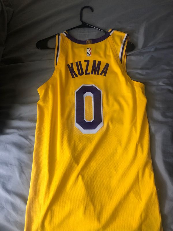 best cheap 7e061 bf802 Lakers Kyle Kuzma Jersey Size S for Sale in Corona, CA - OfferUp