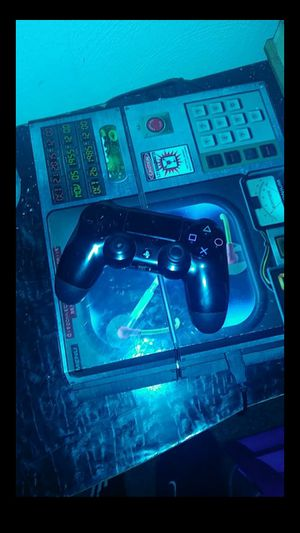 Ps4 everything works good one controller anolog jus missing grip for Sale in St. Louis, MO