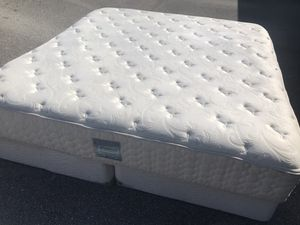 Photo Sealy Posturepedic king size mattress and box spring set