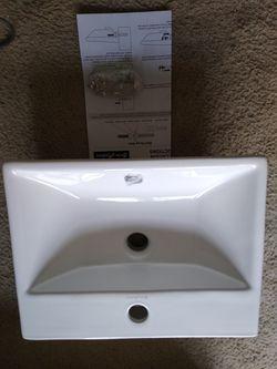 High gloss bathroom sink new open box Thumbnail