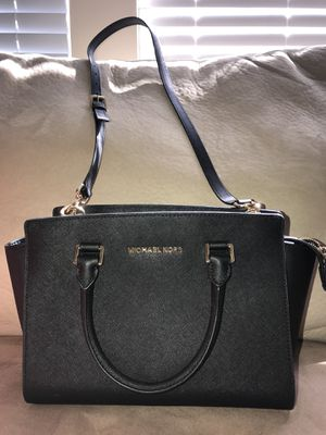 bfe0c302f4a0 ... Leather bag Michael Kors in black Selma for Sale in Jacksonville, FL