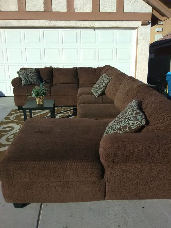 Large brown sectional sofa couch delivery for Sale in Las Vegas, NV -  OfferUp