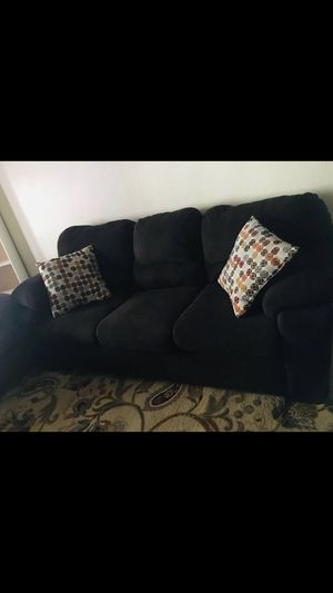 Photo Comfy couch in great condition, just bought it but Unfortunately it did not fit thru the doors to my apartment.