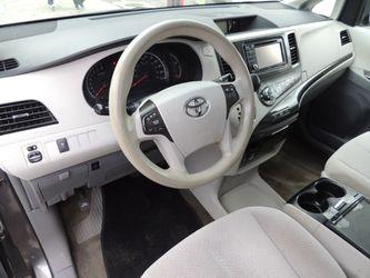 2014 Toyota Sienna Thumbnail