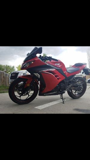 Kawasaki ninja morter cycle year 2016 selling beacouse never really yoused it 100 miles only couple kilometers for Sale in Salt Lake City, UT