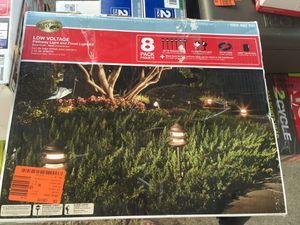 New low voltage pathway light and flood light kit 8 pk for Sale in Chicago, IL