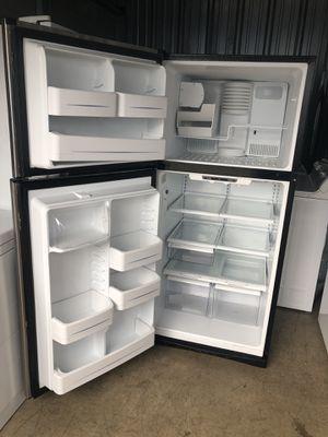 Vendo está refrigerador en buenas condiciones for Sale in Sterling, VA