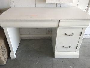 Desk for Sale in Davenport, FL