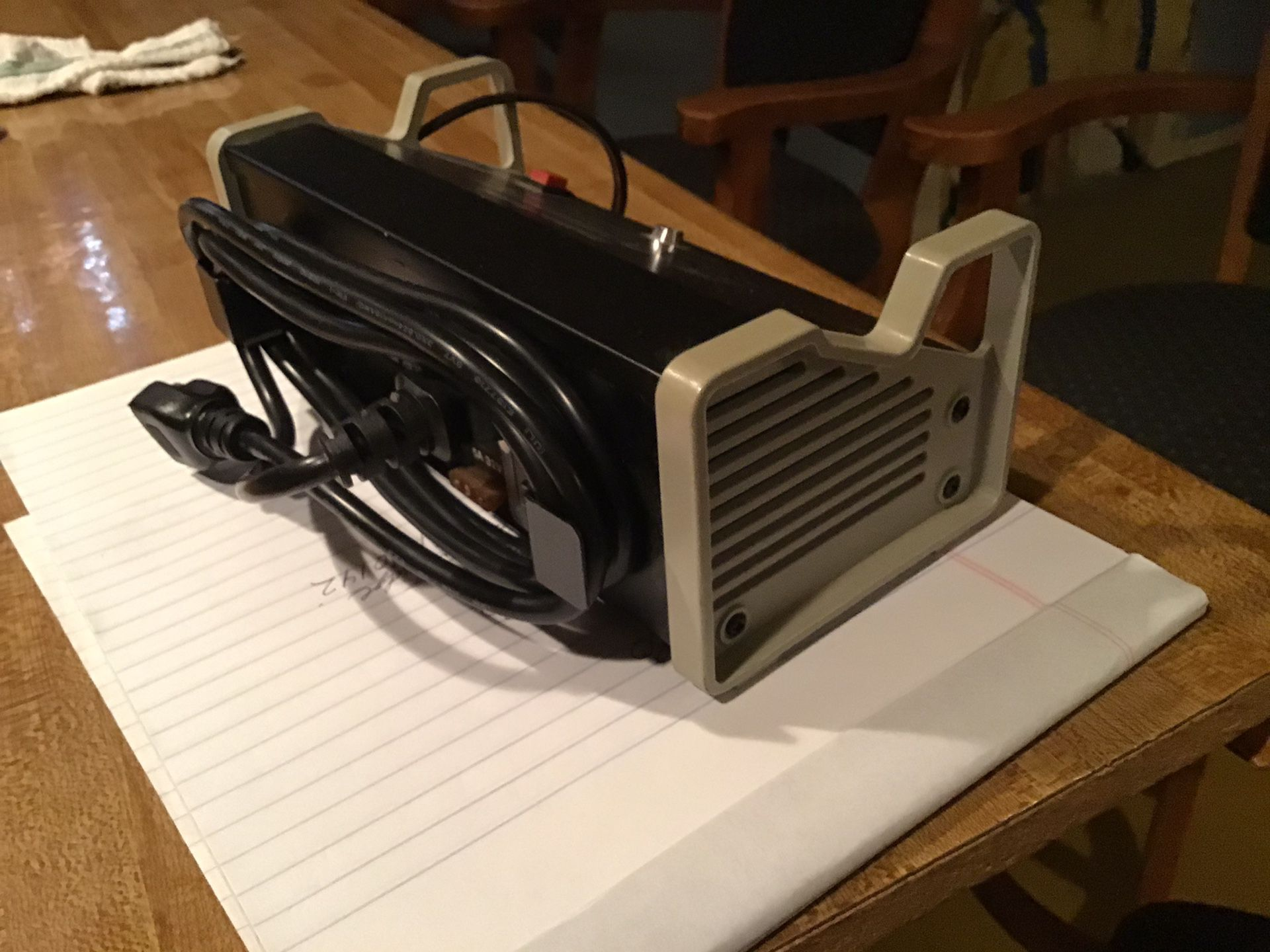 RADIO SHACK NI CAD BATTERY CHARGER. USED ON RC AND MISC. TOYS.