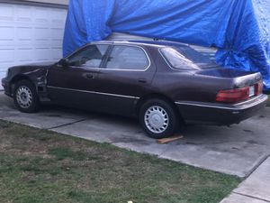Photo Lexus LS400. Free