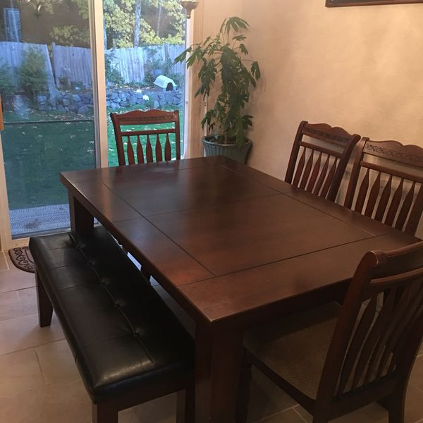 Good Quality Dining Table Heavy Wood Paid Over A 1000 Real Wood Leather Bench Expands To Medium To Big Table For Sale In Lake Stevens Wa Offerup