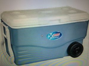 Coleman 100 quart Xtreme 5 Wheeled cooler blue for Sale in West Hollywood, CA