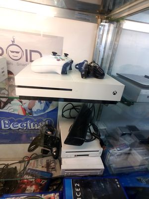 Xbox one-S 500gb & 1 game for Sale in Philadelphia, PA