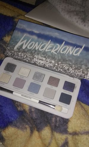 Wonderland pallete for Sale in Austin, TX