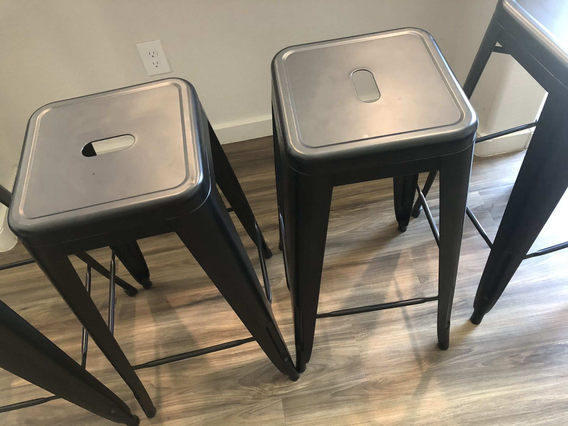 4 Metal Barstools