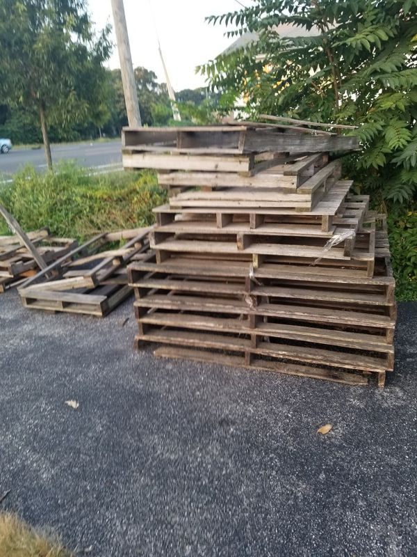 Tons of long pallets use for craft or fire for Sale in Centereach