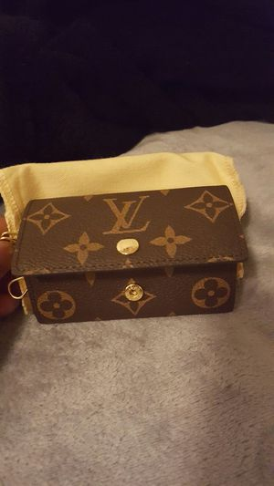 Louis Vuitton 6- Key Holder for Sale in St. Louis, MO
