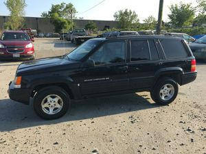 1998 Jeep grand Cherokee 200k Hwy miles runs and Drives!!! for Sale in Hillcrest Heights, MD