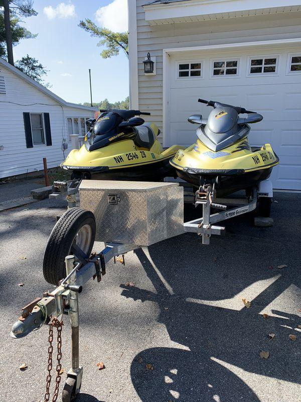 2 sea doos and double trailer