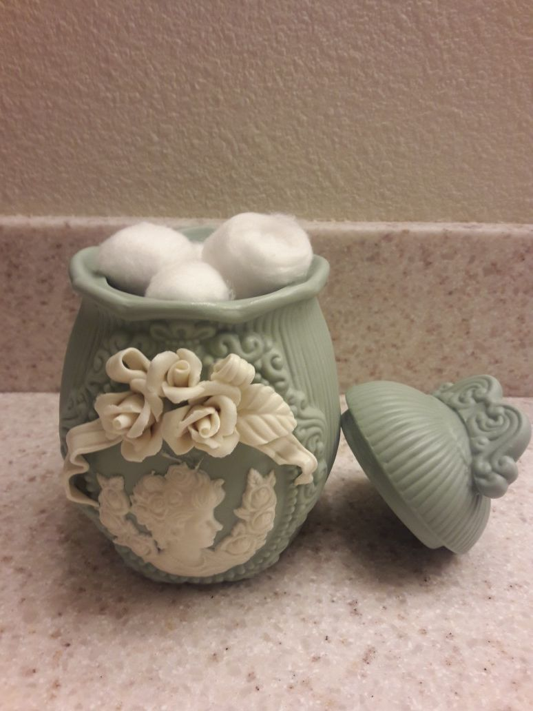 Ceramic jar, 7 in. tall, unique detailed design, please read the description. Check out my other offers. Pick up near 51st Avenue and Olive