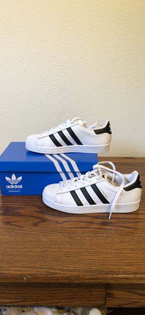 NEW* adidas Superstar white/Black /w gold Size US 7.5 for Sale in Beverly Hills, CA