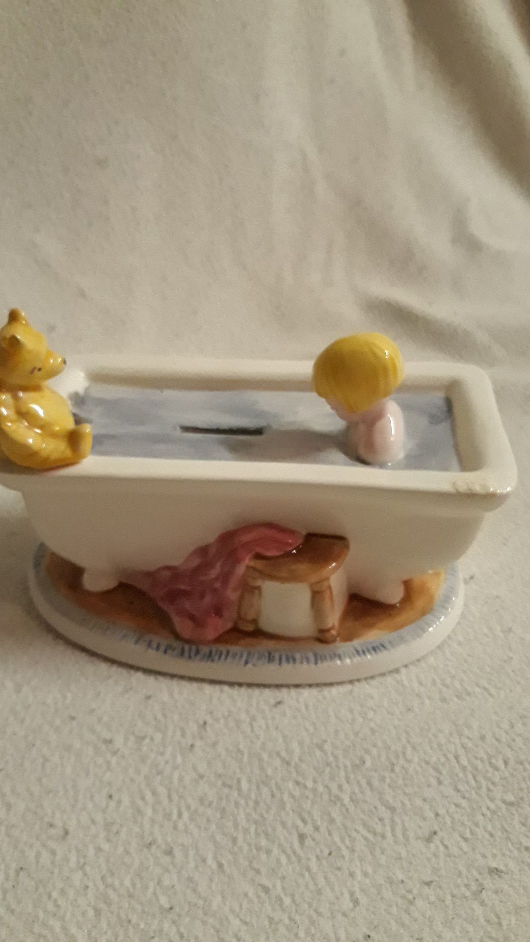 Winnie-the-Pooh Bank. No chips or cracks. No plug on bottom. $8