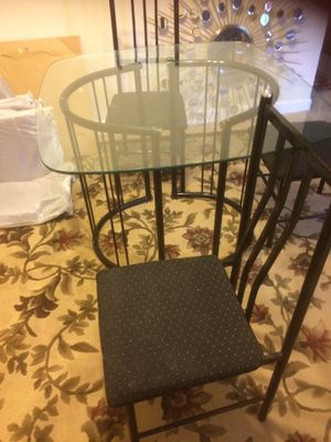Mesa de vidrio con 4 sillas for Sale in Alexandria, VA