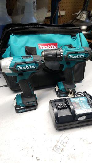 Photo Makita impact drill combo 2 12v lithium batteries