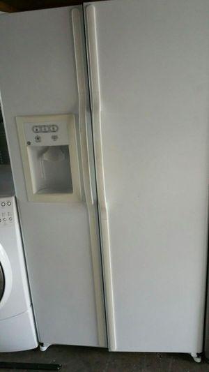 Ge white fridge for Sale in Orlando, FL