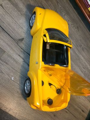 Cali Girl Car CD Player in the Back for Sale in Manassas, VA