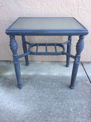 Outdoor garden patio furniture side end table gray for Sale in Davie, FL