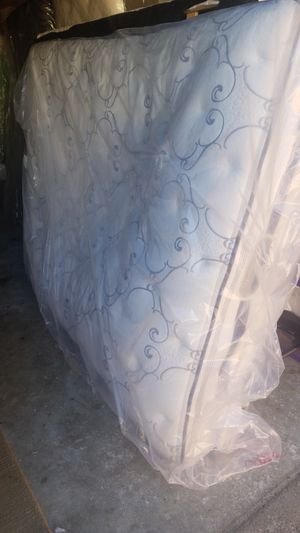Simmions beauty rest queen size mattress delivery available for Sale in Raleigh, NC