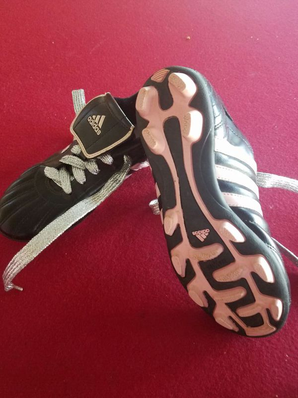 ef96d7a34d208 Girl soccer cleats size 3 1/2 for Sale in Corona, CA - OfferUp