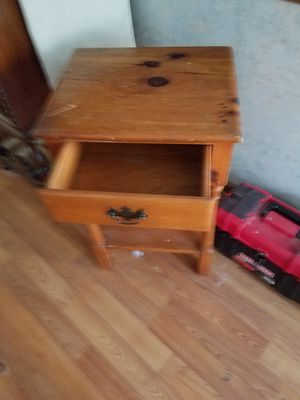 Small wood end table for Sale in Gaithersburg, MD