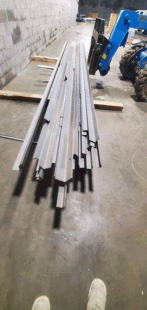 Photo 20 ft angle steal. 1 1/2 × 1 1/2, 2×2, 3×3, 4×4, and 5×5 20' lengths.