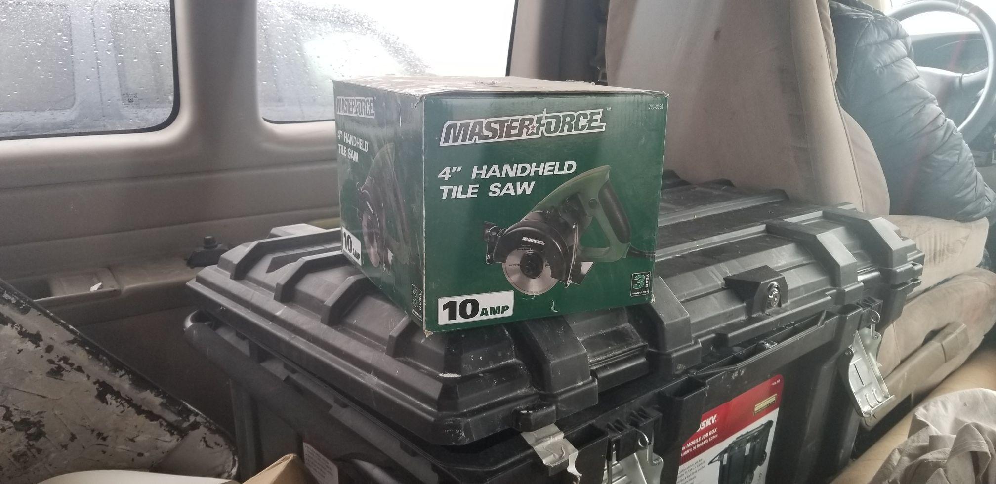 Handheld tile saw
