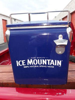 Photo VINTAGE ICE MOUNTAIN METAL ICE CHEST