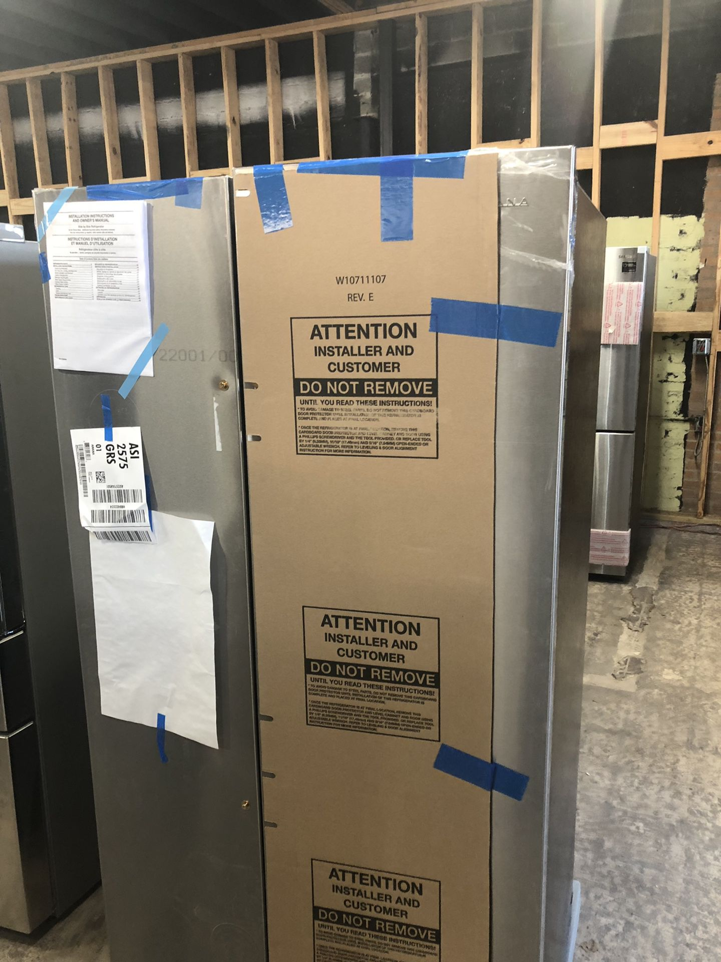 New Amana refrigerator ASI2575GRs