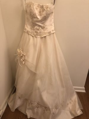 Wedding dress size 6, Eternity brand $400 for Sale in Washington, DC