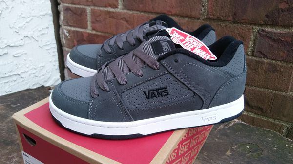 10b04d9237d Vans Adder Charcoal Skateboarding Shoes Youth Size 7 Brand New For