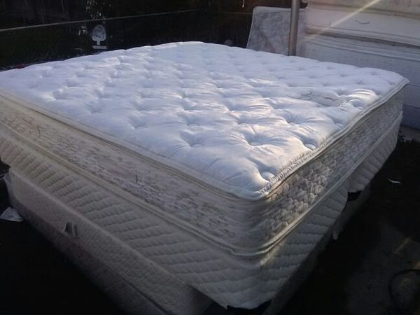 Beautiful King Size Sealy Posture Premier Rx Holland Plush Pillow Top Bed Set In Perfect Condition