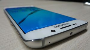 Samsung Galaxy S 6 edge , UNLOCKED . Excellent Condition ( as like New) for Sale in Springfield, VA