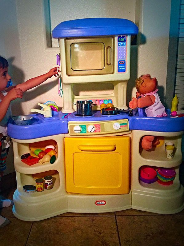 Little Tikes Vintage Family Play Kitchen With Dishes Play Food Playset For Sale In Glendale Az Offerup