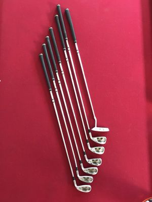 DUNLOP REACTION 4-9 IRON SET + PUTTER for Sale in Fontana, CA