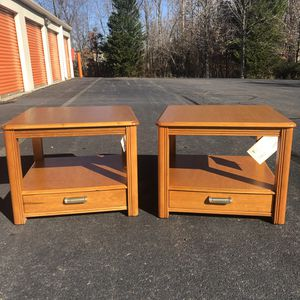 Broyhill Side Table for Sale in Woodbridge, VA