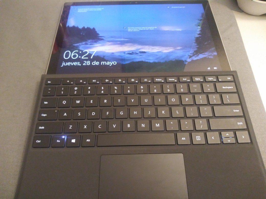 Mictosoft Surface pro 4 8 gb RAM i5