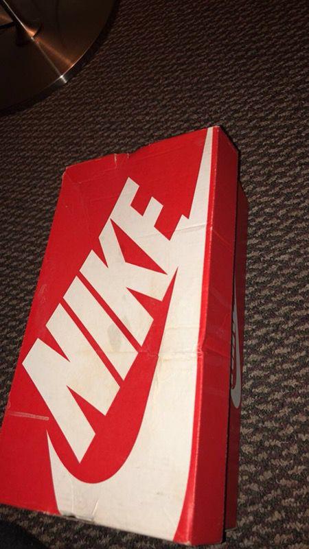 White Nike huraches