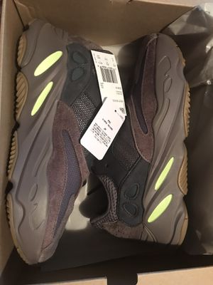 Yeezy 700 mauve size 7.5 - 13 for Sale in Bronx, NY
